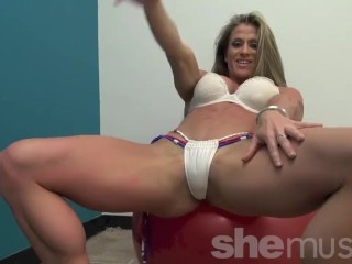 Dame Muscle Latina Maria G Is Caliente