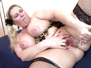 Posh mature BBW mother with thirsty pussy