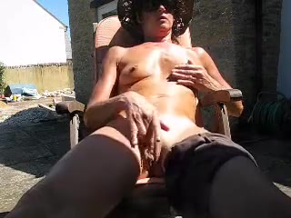Matured, lean get hitched fingers fat pussy