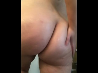 Phat ass white girl getting booty all lubricious