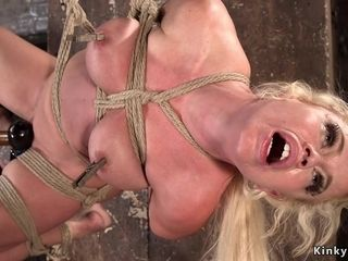 Meaty burst Mature played in frog-tie suspension