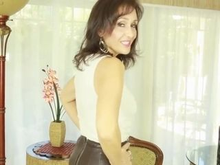 Cougar plumbed in suntan glossy tights