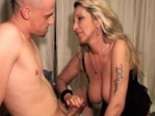 Jungschwanz fickt reife Blondine in Fotze und Arschloch
